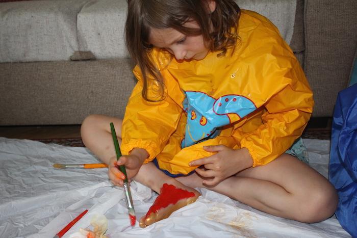 Painting feet