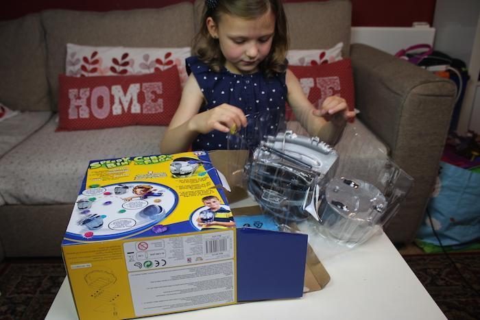 Bella opening Speedy Bin box