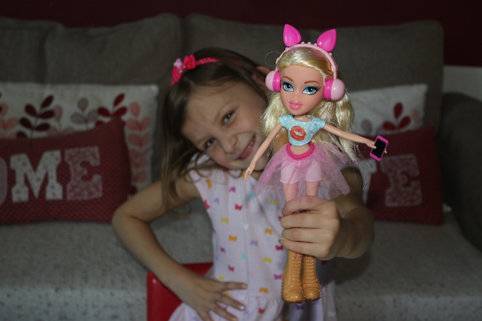 Bella with Cloe Bratz Doll 2