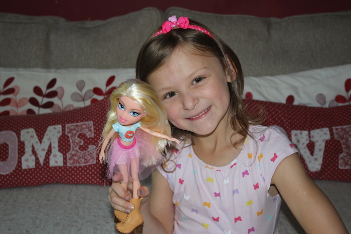 Bella with Cloe Bratz Doll 3