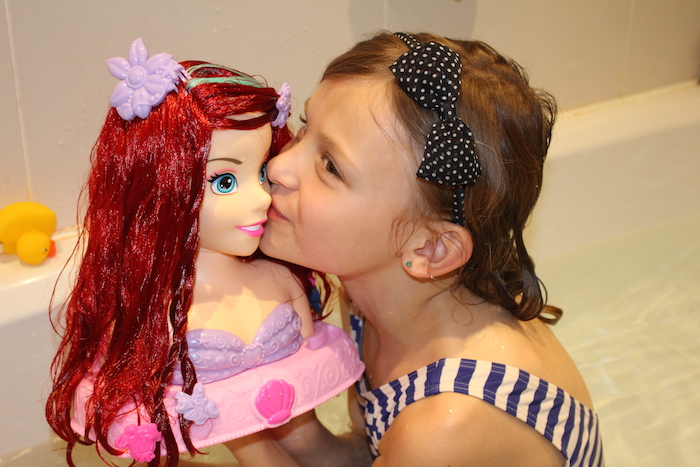 bella-kissing-ariel