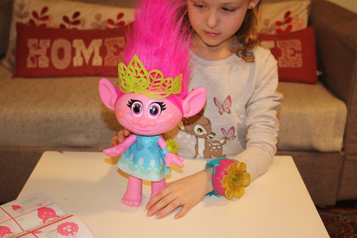 Trolls Hug Time Poppy 4