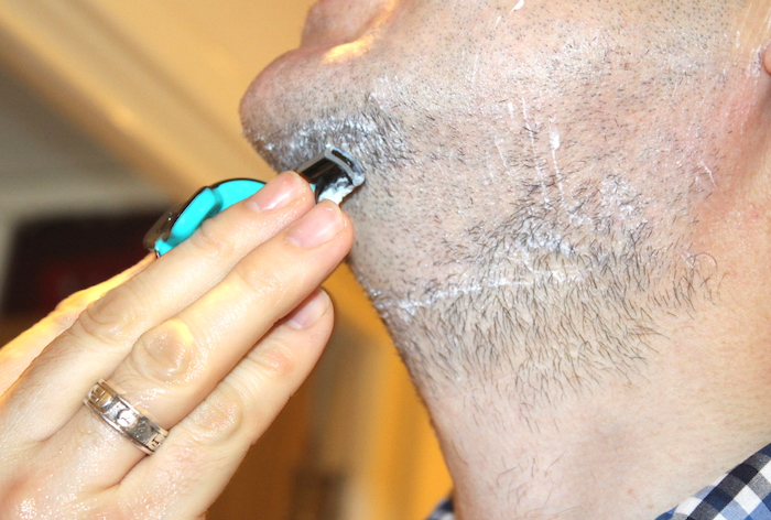 Nick shaving with Evoshave 5